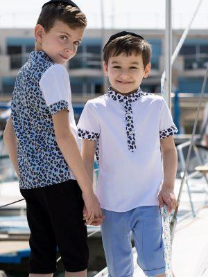 חולצת בנים מנומרת