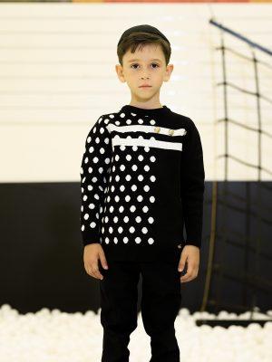 סוודר בנים נקודות חצי חצי | שחור לבן