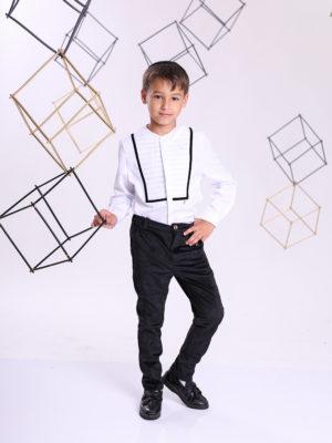 חולצת בנים ארי ן לבנה עם קפלים  שחור